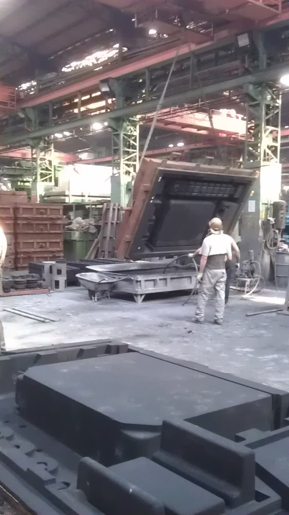 Flipping of the sand mould