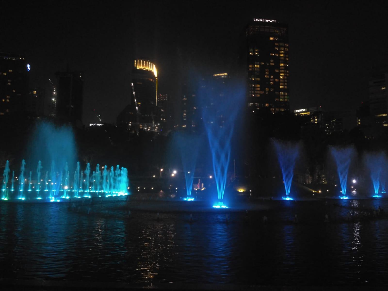 Jeden Abend, Wasser-Licht-Spiel bei den Twin Towers in KualaLumpur