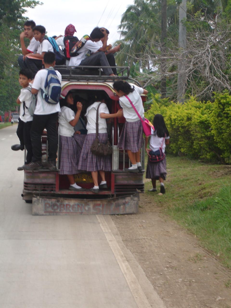 Schulbus auf den Philippinen