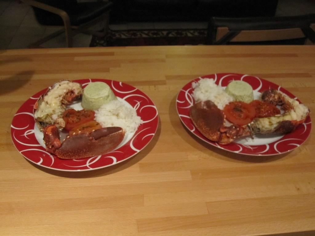 Et deux assiettes avec un homard de Normandie.