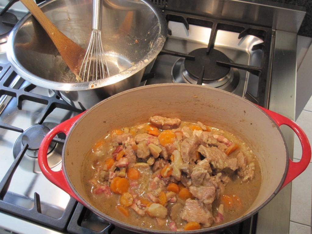 Préparation d'une blanquette de veau. Je fais aussi de la cuisine traditionnelle.