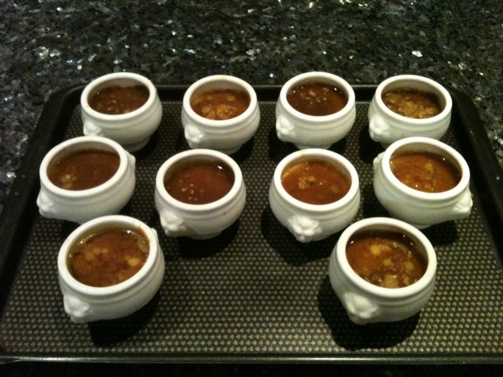 Flans de foie gras nappés de gelée au pommeau parfumée aux épices à pain d'épices.