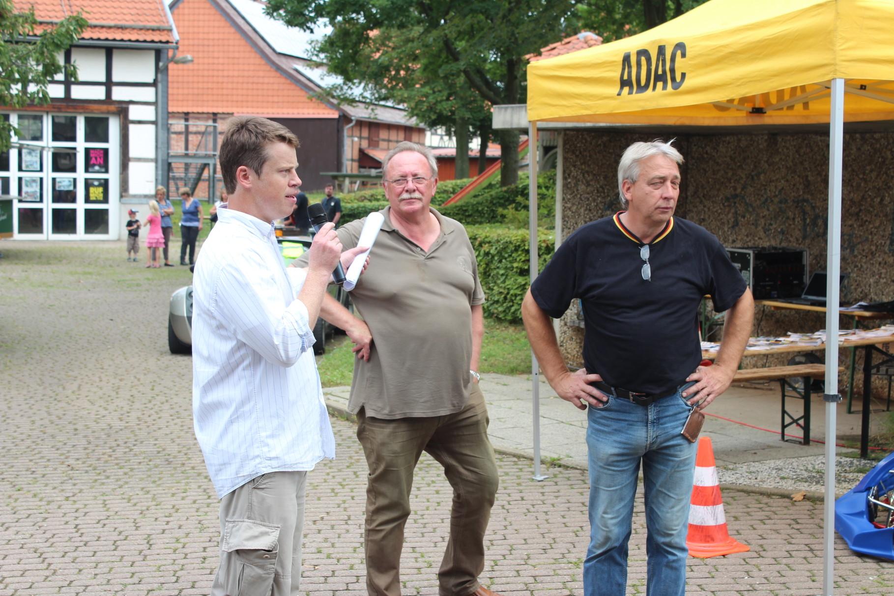 v.l.  Dr. Gunnar Breustedt,  Ortsvorsteher Gerd Schäfer, Ortsbrandmeister Rüdiger Becker