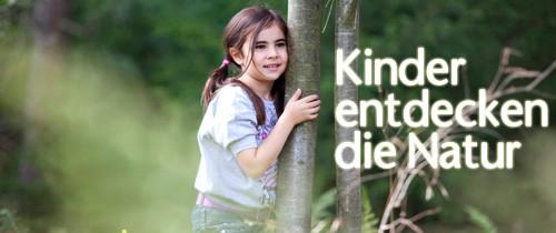 Kinder entdecken die Natur Wald