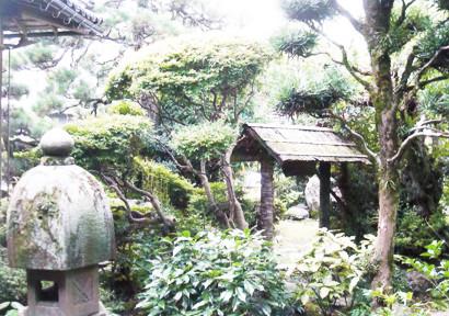 山川登美子記念館の中庭