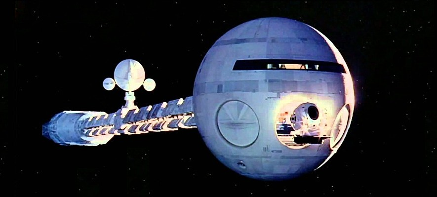 "Szenenfoto aus dem Film ""2001: Odyssee im Weltraum"" von Stanley Kubrick (2001: A Space Odyssey, GB/USA 1968); die Discovery One"