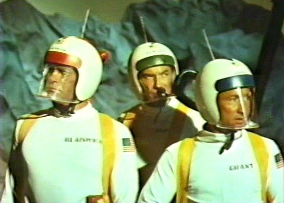 Darren McGavin, George De Vries und Nick Adams auf dem Mars in dem Film Endstation Mars (Mission Mars, 1968)