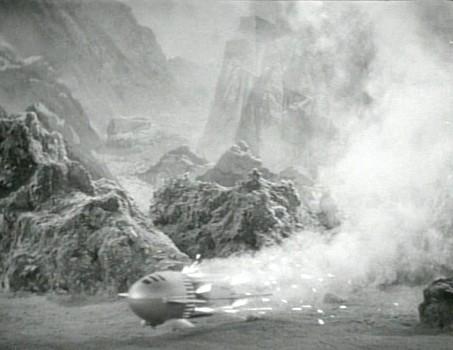"Szenenfoto aus dem Kinoserial ""Flash Gordon"" (USA 1936); ein Raketenschiff auf Mongo"