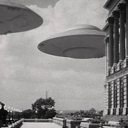 """Szenenfoto aus dem Film """"Fliegende Untertassen greifen an"""" (Earth vs. Flying Saucers, USA 1956) von Fred F. Sears"""