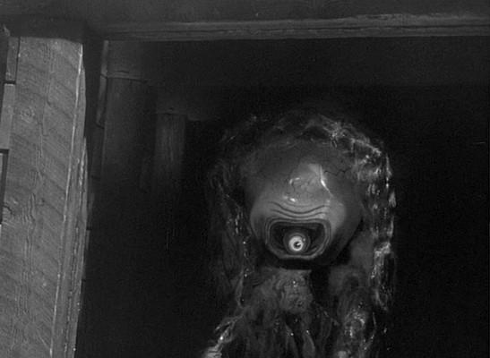"""Szenenfoto aus """"Gefahr aus dem Weltall"""" (It Came from Outer Space, USA 1953); ein Xenomorph (Außerirdischer)"""