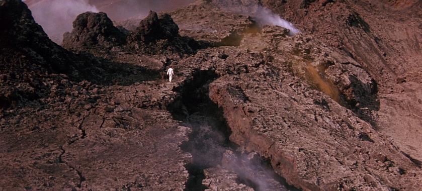 """Szenenfoto aus dem Film """"Enemy Mine – Geliebter Feind"""" (USA/D 1985) von Wolfgang Petersen"""