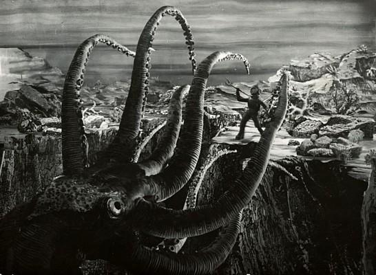 """Szenenfoto aus dem Film """"Die Erfindung des Verderbens"""" (CSSR 1958) von Karel Zeman; Oktopus"""