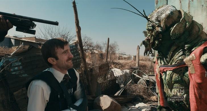 """Szenenfoto aus dem Film """"District 9"""" (2009) von Neill Blomkamp, mit Sharlto Copley"""