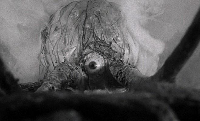 """Szenenfoto aus dem Film """"Die Teufelswolke von Monteville"""" (The Trollenberg Terror/The Crawling Eye, GB 1958)"""