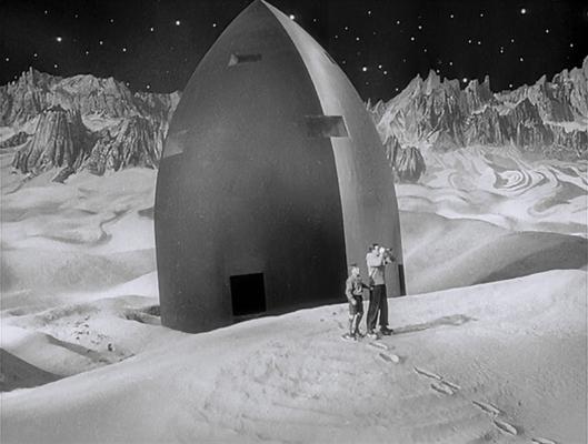 """Szenenfoto aus dem Film """"Frau im Mond"""" (Deutschland 1929) von Fritz Lang; die Mondrakete und der Mond"""