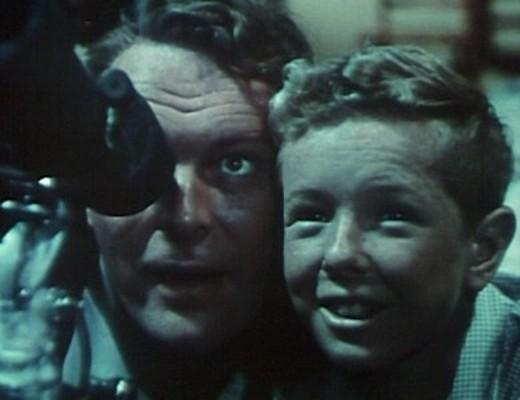 """Leif Erickson und Jimmy Hunt als Vater und Sohn in dem Film """"Invasion vom Mars"""" (Invaders from Mars, USA 1953)"""