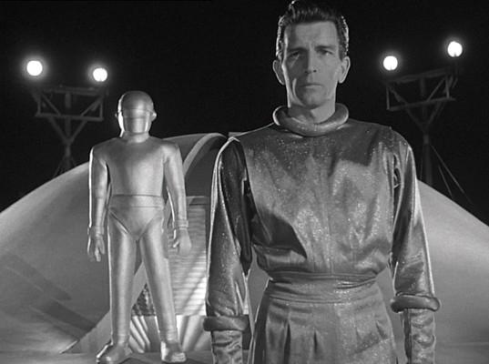 """Szenenfoto aus dem Film """"Der Tag, an dem die Erde stillstand"""" (The Day the Earth Stood Still, USA 1951) von Robert Wise, mit Michael Rennie und Gort"""