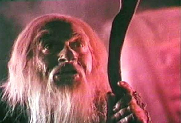 """Carl Don in einem Szenenfoto aus dem Film """"Santa Claus Conquers the Martians"""" (USA 1964) von Nicholas Webster"""