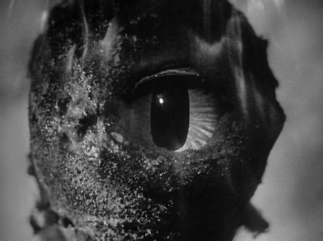 """Szenenfoto aus dem Film """"Auf U-17 ist die Hölle los"""" (The Atomic Submarine, USA 1959) von Spencer Gordon Bennett; zyklopischer Alien"""