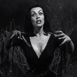 """Szenenfoto aus dem Film """"Plan 9 aus dem Weltall"""" (Plan 9 from Outer Space, USA 1959) von Edward D. Wood Jr.; Vampira"""