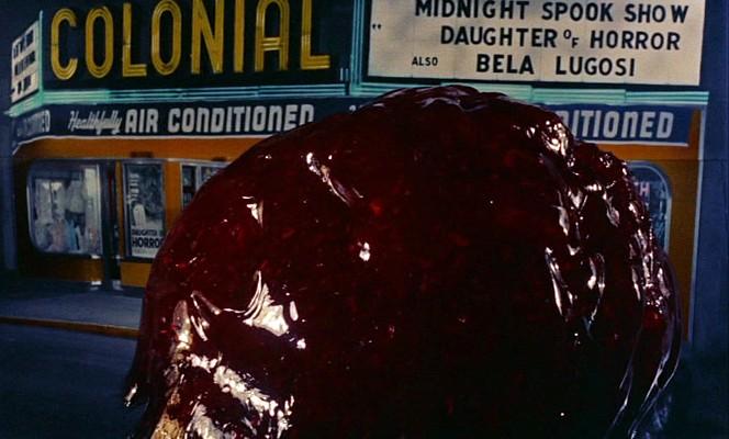 """Szenenfoto aus """"Blob -- Schrecken ohne Namen"""" (The Blob, USA 1958) von Irvin S. Yeaworth Jr.; Colonial Theatre"""
