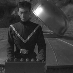 """Szenenfoto mit David Love aus Außerirdischer in dem Film """"Teenagers from Outer Space"""" (USA 1959) von Tom Graeff"""