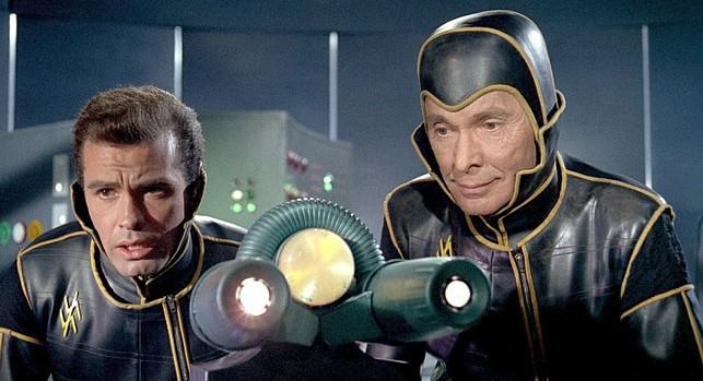 """Szenenfoto zu dem Film """"Planet der Vampire"""" (Terrore Nello Spazio, Italien/Spanien 1965) von Mario Bava; Angel Aranda und Barry Sullivan"""