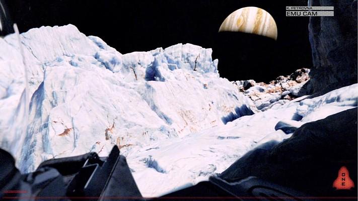 """Szenenfoto aus dem Film """"Europa Report"""" (USA 2013); Jupiter über dem Horizont von Europa"""