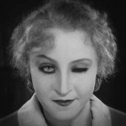 """Szenenfoto mit Brigitte Helm aus """"Metropolis"""" (Deutschland 1927) von Fritz Lang"""