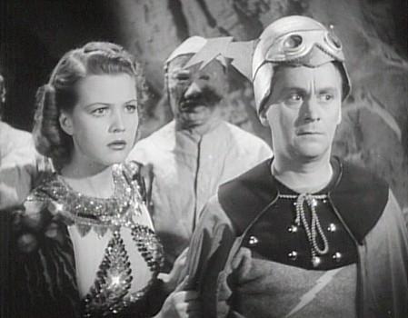 "Szenenfoto aus dem Kinoserial ""Flash Gordon's Trip to Mars"" (USA 1938); Jean Rogers und Donald Kerr"