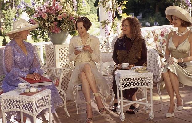 """Szenenfoto aus """"Die Frauen von Stepford"""" (The Stepford Wives, USA 2004) von Frank Oz; Glenn Close, Nicole Kidman, Bette Midler"""