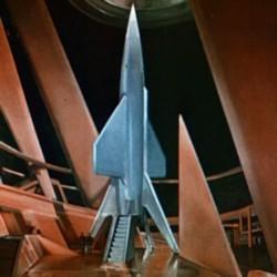 """Szenenfoto mit der Rakete auf dem Mars aus dem Film """"Flight to Mars"""" (USA 1951) von Lesley Selander"""