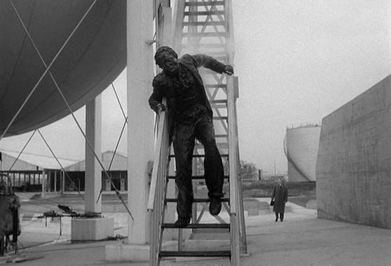 """Szenenfoto aus dem Film """"Feinde aus dem Nichts"""" (Quatermass 2, GB 1957) von Val Guest; Tom Chatto"""