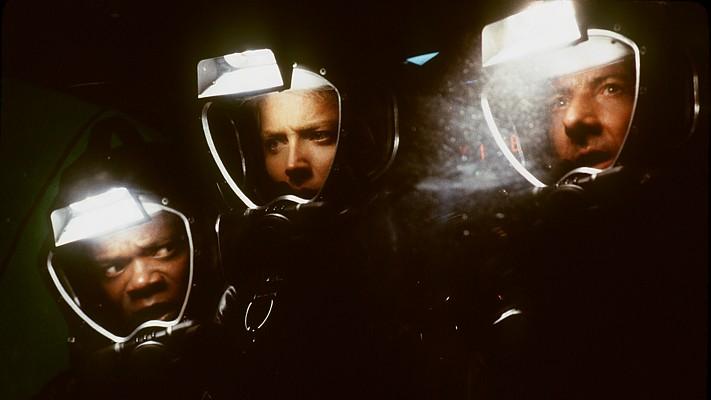"""Szenenfoto aus dem Film """"Sphere"""" (USA 1998) von Barry Levinson"""