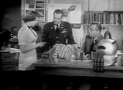 Phantom from Space (USA 1953) Szenenbild mit Noreen Nash, James Seay und Rudolph Anders