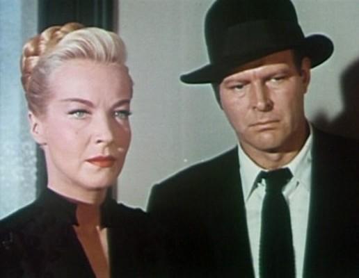 """Szenenfoto mit Hillary Brooke und Leif Erickson aus dem Film """"Invasion vom Mars"""" (Invaders from Mars, USA 1953)"""