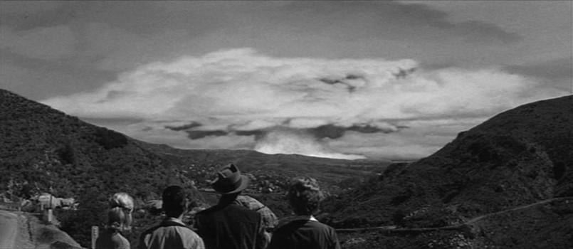 """Szenenfoto aus dem Film """"Panik im Jahre Null"""" (Panic in Year Zero, USA 1962) von Ray Milland"""
