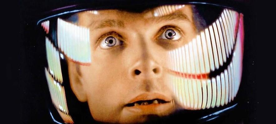 """Szenenfoto aus dem Film """"2001: Odyssee im Weltraum"""" von Stanley Kubrick (2001: A Space Odyssey, GB/USA 1968); Keir Duella als Dave Bowman"""