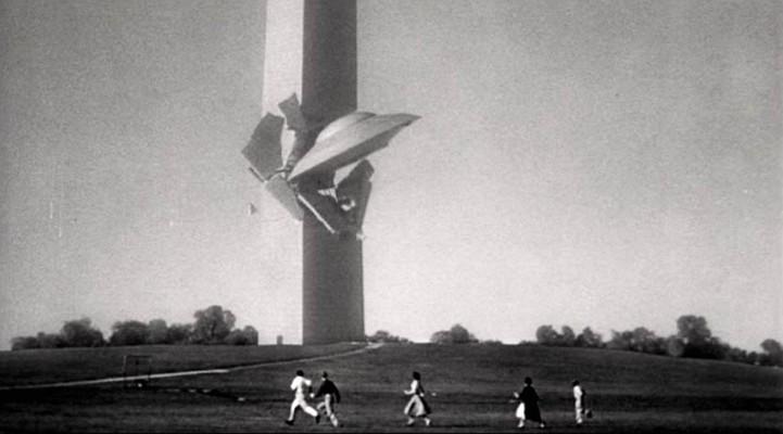Fliegende Untertassen greifen an (USA 1956) Szenenfoto von einem UFO, das das Washington Monument rammt