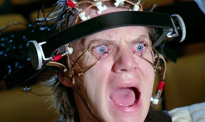 """Szenenfoto aus dem Film """"Uhrwerk Orange"""" (A Clockwork Orange, GB 1971) von Stanley Kubrick; Malcolm McDowell"""