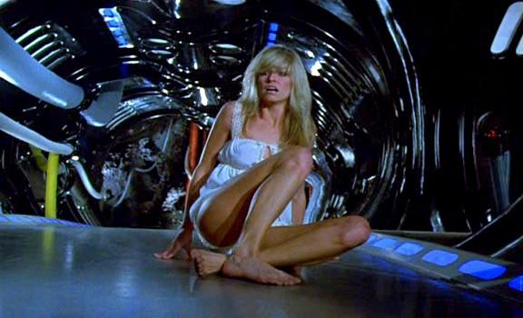 """Szenenfoto aus dem Film """"Saturn 3"""" (GB 1980) von Stanley Donen; Farrah Fawcett als Alex"""