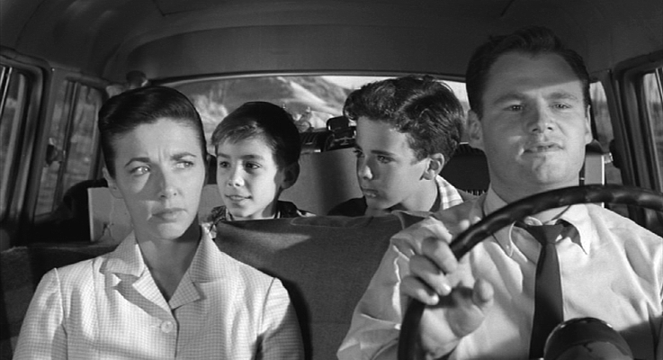 "Szenenfoto aus dem Film ""The Space Children"" (USA 1958) von Jack Arnold; Peggy Webster, Johnny Crawford, Michel Ray und Adam Williams"