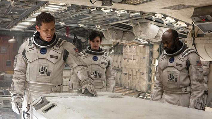 """Szenenfoto aus dem Film """"Interstellar"""" (USA 2014) von Christopher Nolan; Matthew McConaughey, Anne Hathaway und David Gyasi"""