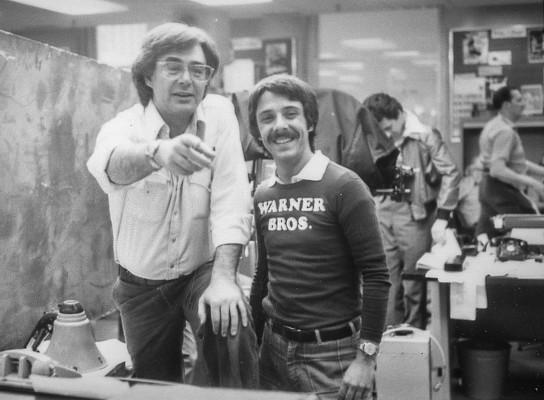 Richard Donner (links) mit David Michael Petrou bei den Dreharbeiten