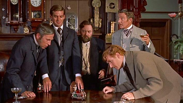 """Szenenfoto aus dem Film """"Die Zeitmaschine"""" (The Time Machine, USA 1960) von George Pal; Whit Bissell, Rod Taylor, Sebastian Cabot, Tom Helmore und Alan Young"""