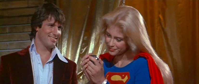 """Szenenfoto aus dem Film """"Supergirl"""" (GB/USA 1984) von Jeannot Swarc; Hart Bochner als Ethan und Helen Slater als Supergirl"""