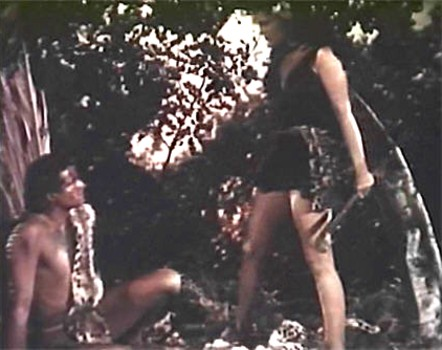 """Szenenfoto aus dem Film """"Amazonen des Urwalds"""" (Prehistoric Women, USA 1950); Allan Nixon und Laurette Luez"""