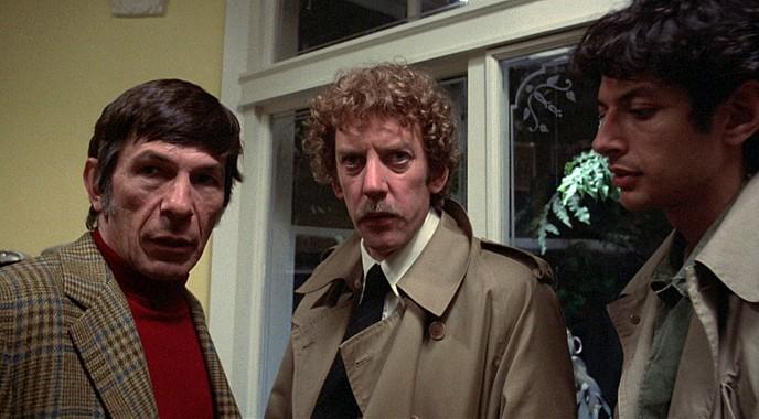 """Szenenfoto aus dem Film """"Die Körperfresser kommen"""" (Invasion of the Body Snatchers, USA 1978) von Philip Kaufman; Leonard Nimoy, Donald Sutherland und Jeff Goldblum"""