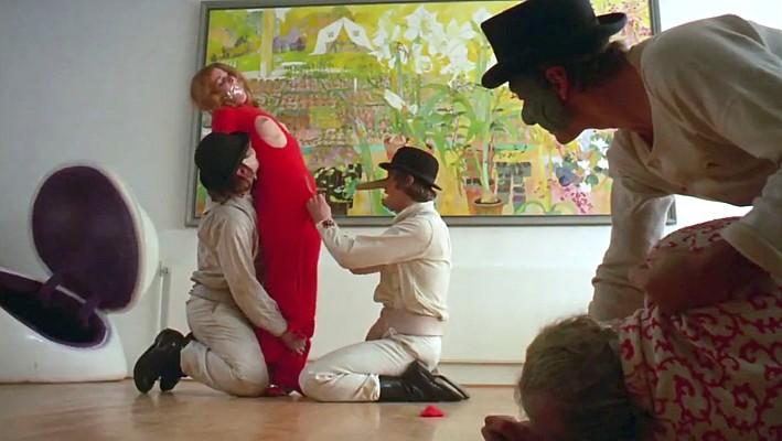 """Szenenfoto aus dem Film """"Uhrwerk Orange"""" (A Clockwork Orange, GB 1971) von Stanley Kubrick; Adrienne Cori"""