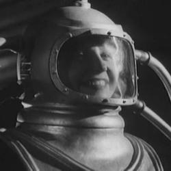 "Szenenfoto aus dem Film ""Kosmitscheski Reis"" (The Cosmic Vovage, UdSSR 1936) von Wassili Schurawljow; Xenija Moskalenko"